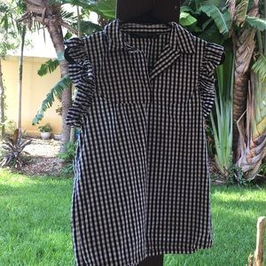 Short ruffled sleeves blouse.